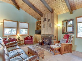 Stylish Sunriver home w/ 6 SHARC passes, shared pool/hot tub/resort amenities!