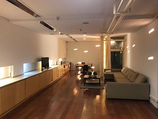 Loft diafano de estética industrial neoyorquina