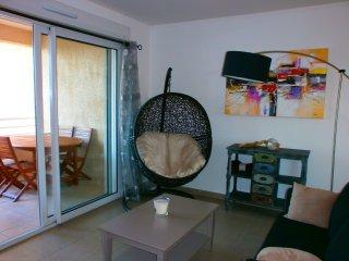 Appartement T3 neuf , climatisé,à 600 m des plages, vue sur les montagnes
