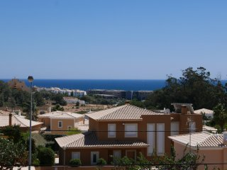 Elegant townhouse with a lovely ambience and sea view, 600 m to the beach