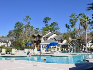 Spacious 2BR/2BA Villa, pool, tennis, grill for 8 guests