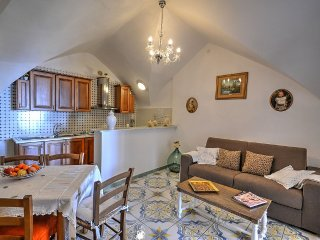 Bomerano Holiday Home Sleeps 5 with Air Con and WiFi - 5577157