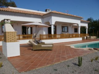 Luxury 2 Bed Villa with Pool and Spectacular Sea Views