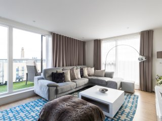 Penthouse Kew - 2bed, 2bath, secure parking