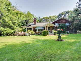 Beautiful estate w/large lawn made for socializing & kids' play room!