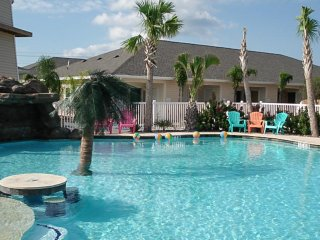 Condo w/shared pool, near the beach and Schlitterbahn!