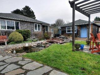 Colorful, dog-friendly cottage near beach & downtown await!