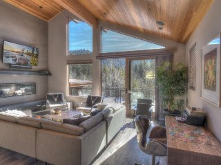 High End Squaw Valley Retreat- 5 Min to the Slopes