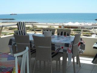 Sunny apartment w/ pool access