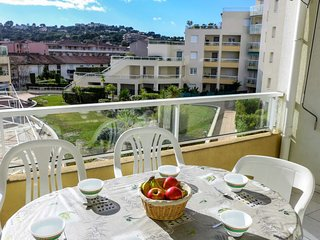 2 bedroom Apartment with WiFi and Walk to Beach & Shops - 5803148