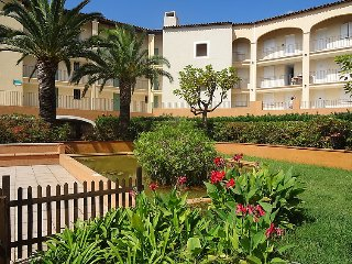 1 bedroom Apartment with Pool, WiFi and Walk to Beach & Shops - 5061680