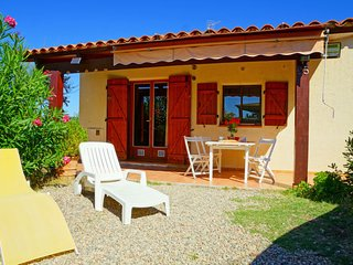 1 bedroom Villa with Air Con and Walk to Beach & Shops - 5052036