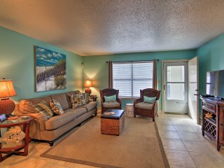 NEW! 2BR Destin Townhome w/Patio - Steps to Beach!