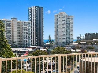 Pinnacle Unit 3 - Central Coolangatta Apartment with 3 bedrooms