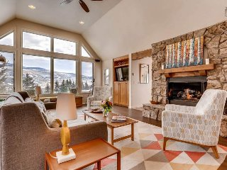 Cozy 4 bedroom Beaver Creek home close to slopes, golf course - Eagle Overlook