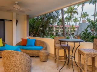 Spacious Beachfront Condo Walking Distance to Downtown Cabo & Nightlife. Minimum