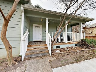 Unique E. Austin Beauty w/ Spacious Backyard - Walk to Rainey Street!