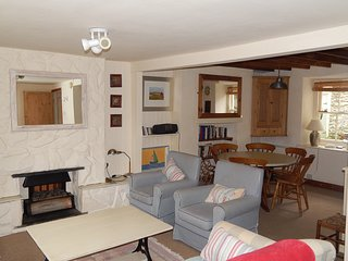 Moranedd, 3 Bedrooms, sleeps up to 6, Pet Friendly with outside space