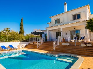 Casa Figueira, Stunning 3 Bedroom Villa With Heated Pool, Carvoeiro