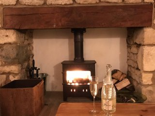 Cotswold Stylish & Comfy Cottage in the heart of Uley