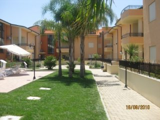 B8 Sabbia di Marinella Pizzo 2 bedroom apartment on Complex with swimming pool