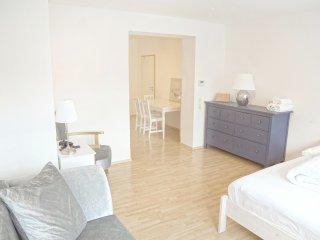 F10 Apartment Ulm • Zentrale 3-Schlafzimmer-Wohnung mit Kuche, Bad, Balkon, ...