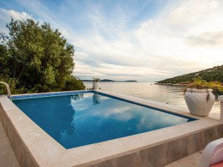 6 bedroom Villa in Voluja, Splitsko-Dalmatinska Zupanija, Croatia : ref 5576503