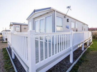 8 Berth Caravan in Seashore Haven Holiday Park. Great Yarmouth. Ref 22037 BW