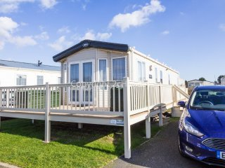 8 Berth caravan in Breydon Water Holiday Park near Great Yarmouth Ref 10031