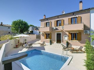 2 bedroom Villa in Ližnjan, Istria, Croatia : ref 5576465