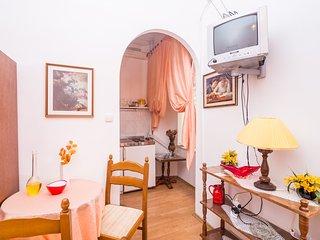 Ana's Apartments - Studio Apartment
