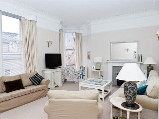 Gorgeous three bedroom apartment on Murray Park