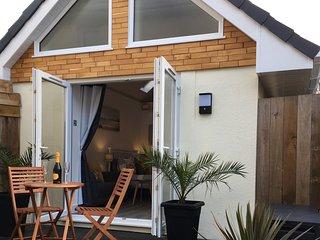 Perfect, modern, cosy Retreat.