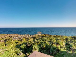 Oceanfront retreat with breathtaking views, shared pool, 15 min. walk to beach!