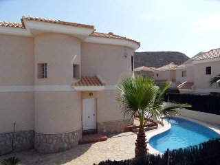 Villa Nicholas, 3 bedroom detached villa with private pool, WIFI, Airco