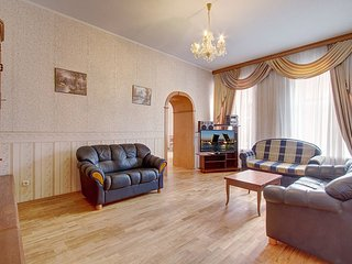 Light and comfortable flat near the Moskovskiy Railway Station