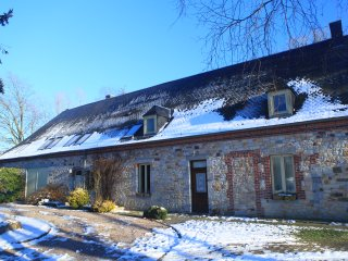 Pretty Holiday House 8 pers, 4bedrooms, CHIMAY area, bbq, jacuzzi, nature, hike