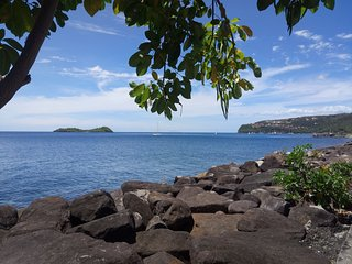 gite A KA FOUFOU LA entre mer et montagne ,climatise ,acces direct a la plage