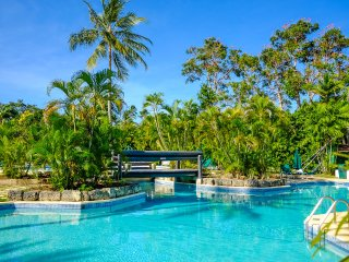 Glitter Bay 202 - Relaxed Beachfront Apartment