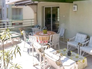 Sunny flat 150m from the beach