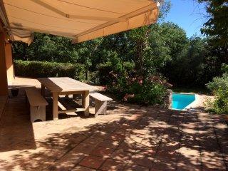 Vaste villa d'architecte, prestations de qualité, proche Hyères et plages