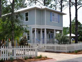 Idyll Pond Cottage, Coastal Chic in the heart of Seagrove Beach!