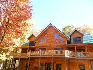 Log Cabin Hideaway on 8 Acres