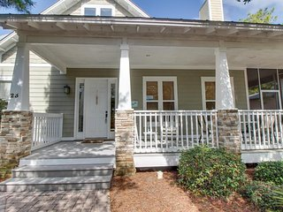 Spacious home w/ shared pool & tennis, close to seaside shopping & dining!