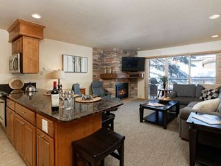 Snowmass Mountain Slopeside at Crestwood Condos. Outdoor Pool/Hot Tubs/Free Park