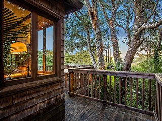 The InverNest. Treetop cabin with Inverness charm.
