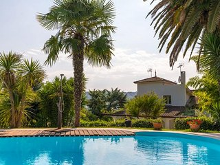 Nice villa any comfort for 14 people, 5 rooms, private pool, pool house & garden