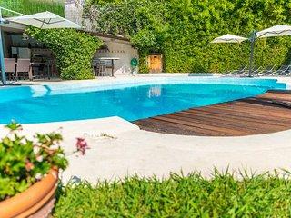 Superbe villa tout confort de 5 chambres, piscine privee, pool house et jardin