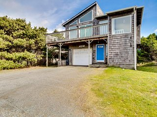 Elegant dog-friendly home on quiet dead-end street w/ocean views!