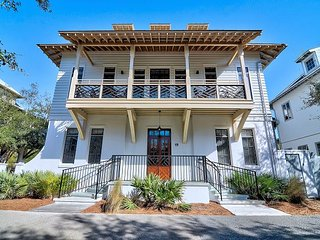 Chloe's Cottage - Amazing Rosemary Beach Home - 1 Minute Walk to the Beach
